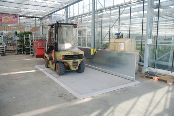 Bauer Diesel-Abfüllplatz Typ KPS 2 aus Stahl, 5000x2500x50 mm, verzinkte Spritzschutzwand