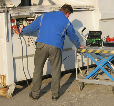 Prüfung UVV Container / Absetzmulde