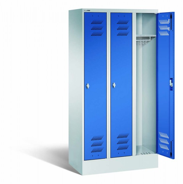Kleiderschrank mit Sockel, Stahl, 3 Abteile, 900 x 500 x 1800 mm, DIN 4547