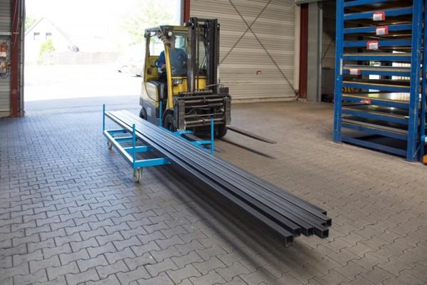 Bauer Langgutseitenwagen Typ LSW 1,3 aus Stahl mit klappbaren Einfahrtaschen für Stapler